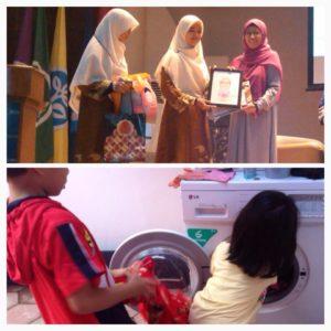 Pemberian Penghargaan dalam Acara Seminar Pra Nikah (Plus) Islamic Parenting